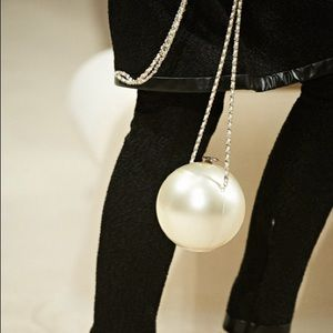 🛍3/30 Round Pearl on Chain Clutch